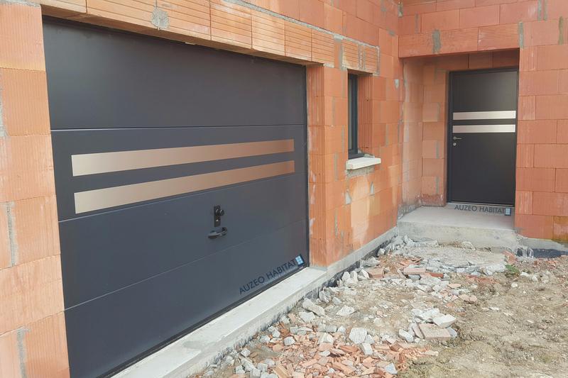 AUZEO Habitat Nos Réalisations Portes De Garage Sectionnelles - Porte de garage sectionnelle avec porte entree pvc