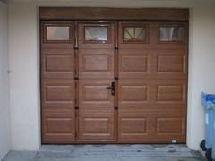 Porte de garage sectionelle avec hublots